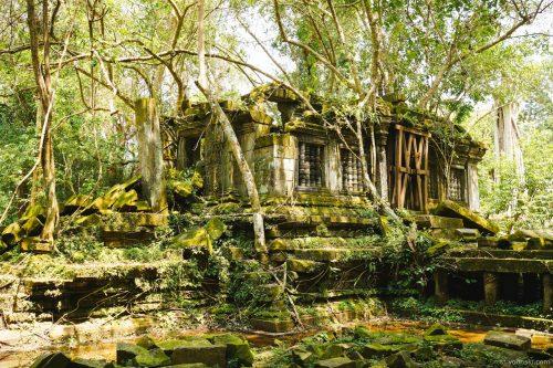 Dam Dek, Svay Leu, Cambodia, 20141010-1